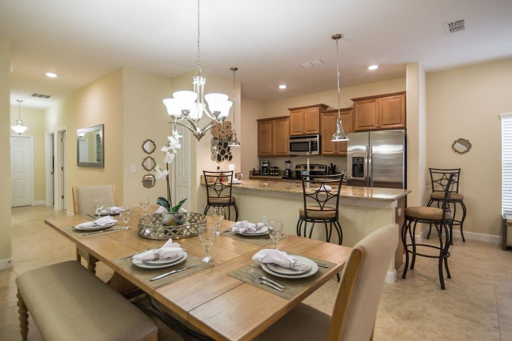 Beautiful Dining Area for 6 & Breakfast Bar for 4