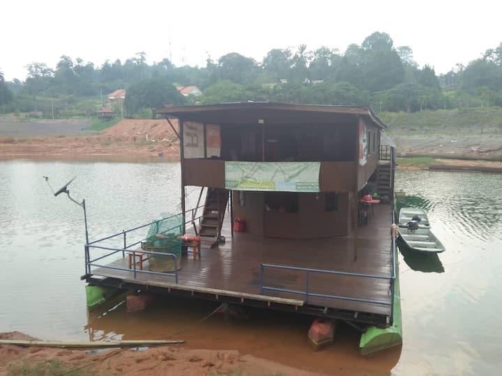 IMPIAN KENYIR HOUSEBOAT - TASIK KENYIR, MALAYSIA
