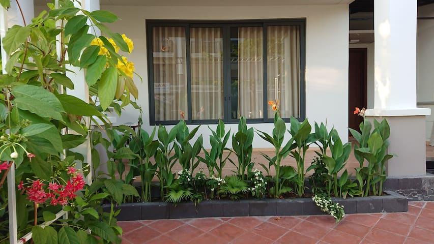 3F Nine South villa: resort stype, 5' to center