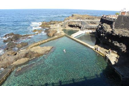 Apartamento en primera línea en piscinas naturales