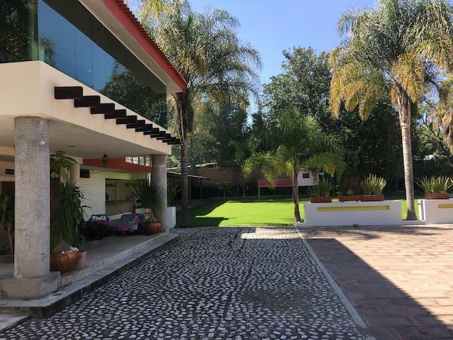 Amplia Casa Moderna ,Precioso  Jardín, Atlixco