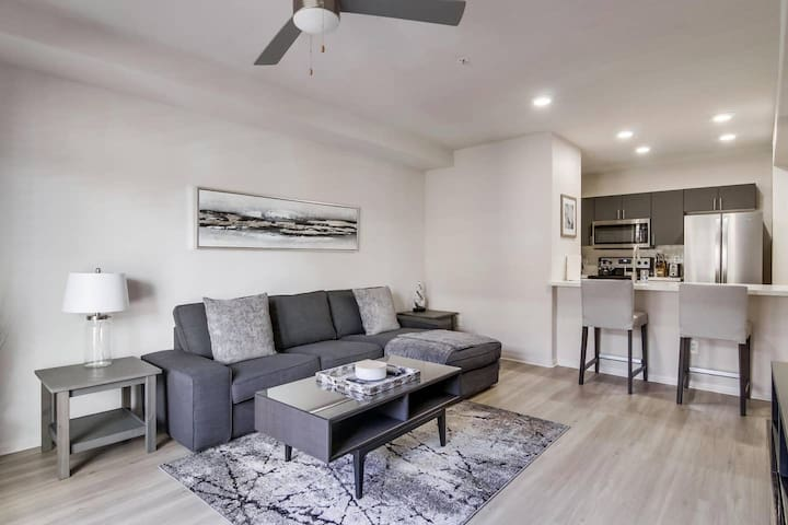 Sophisticated San Diego 2 Bedroom in Little Italy