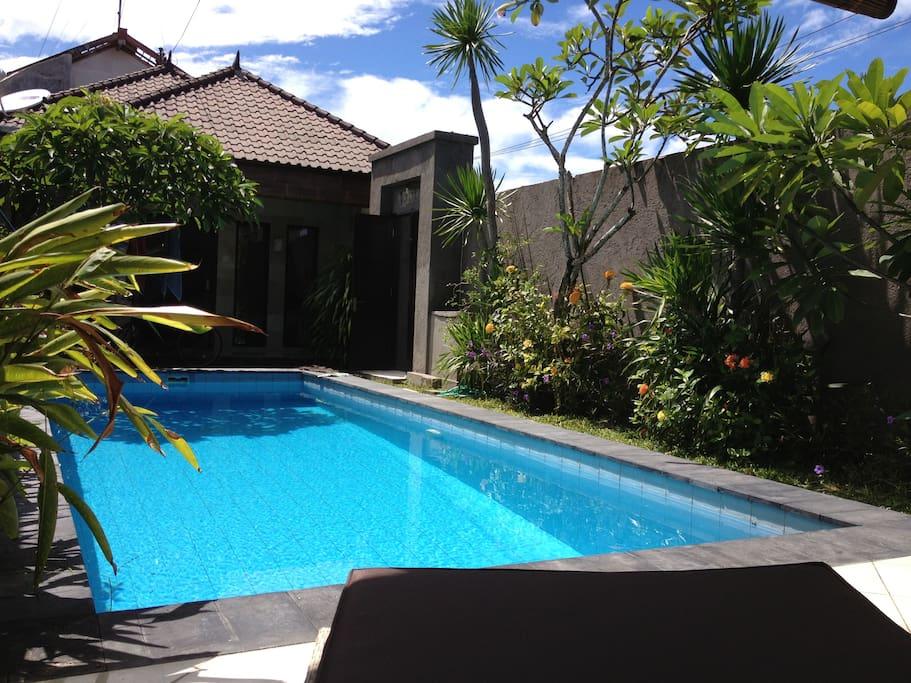 villa with private pool g steh user zur miete in kuta utara bali indonesien. Black Bedroom Furniture Sets. Home Design Ideas