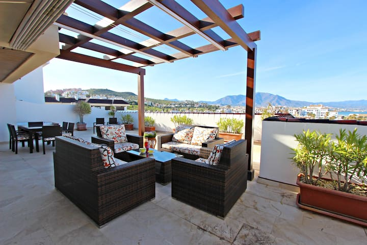 Marina Castillo: Fantastic 3 Bedroom Penthouse