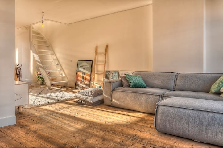 Scandinavian Style Design Loft next to Vondelpark!