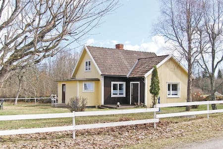 Holiday cottage with 4 bedrooms on 83m² in Torsås