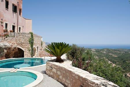 Traditional House Anezina at Chania Near The Beach - Καστελλος - House