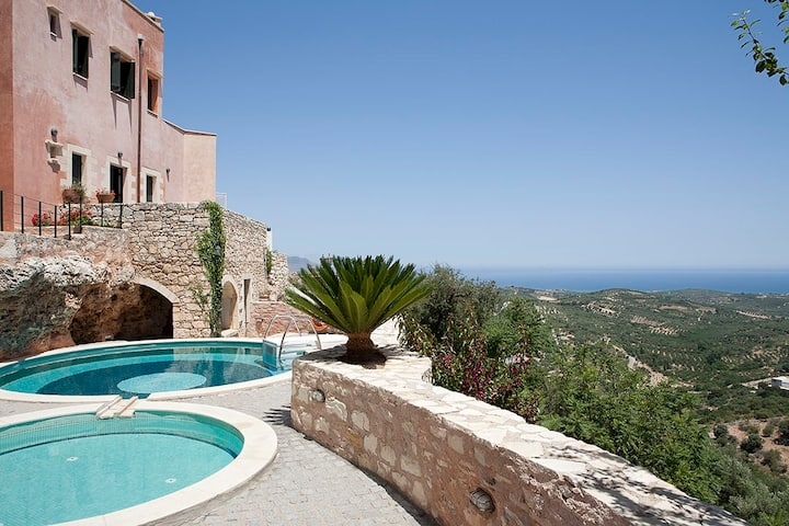 Breathtaking Views, 50m to taverna & 4km to Beach!