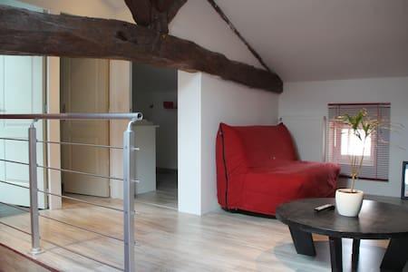 étage privé spacieux et neuf pour 6 - Chasseneuil-sur-Bonnieure - Haus