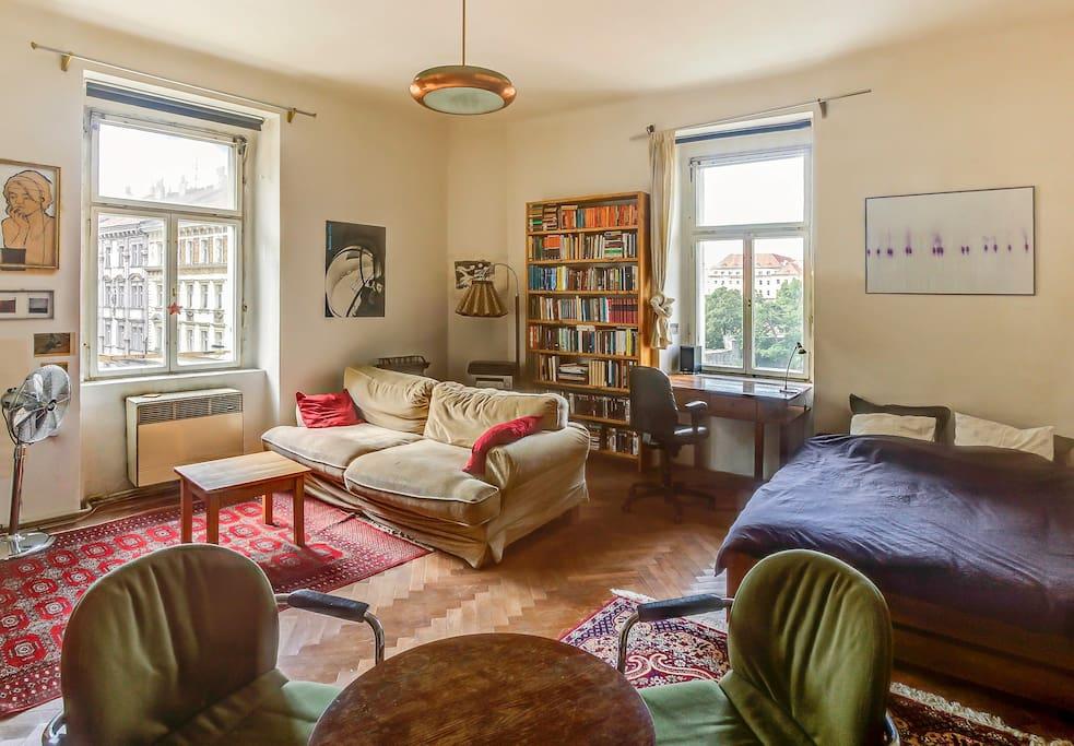 bookseller 39 s sunny flat wohnungen zur miete in prag. Black Bedroom Furniture Sets. Home Design Ideas