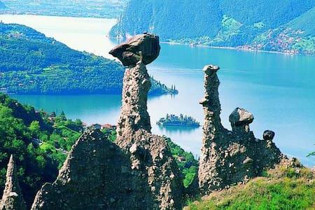 Piccolo paese sul lago d'Iseo - Brescia
