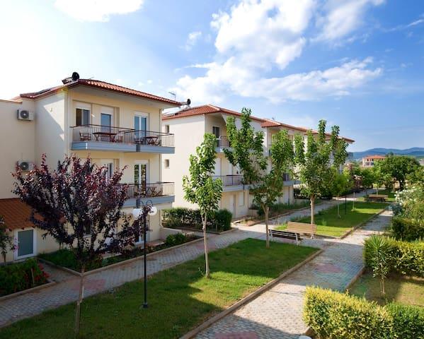 Beautiful apartment next to the sea - Kalives Poligirou - Apartamento