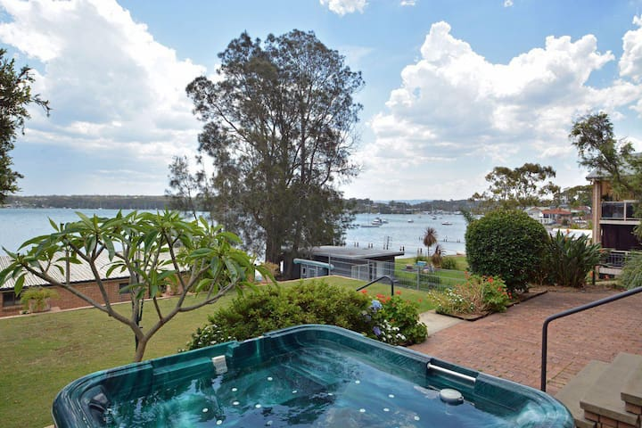 The House on the Lake @ Fishing Point, Lake Macquarie