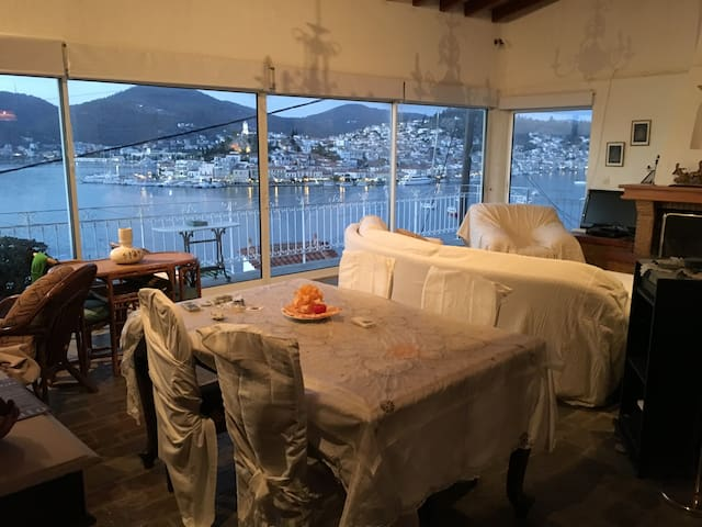 Maisonette with 180 degrees of view - Galatas - Lejlighed
