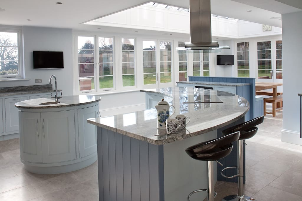 Superberb fitted bespoke kitchen