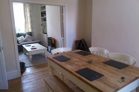 Bright Double Room in Pretty House - Manchester - Hus