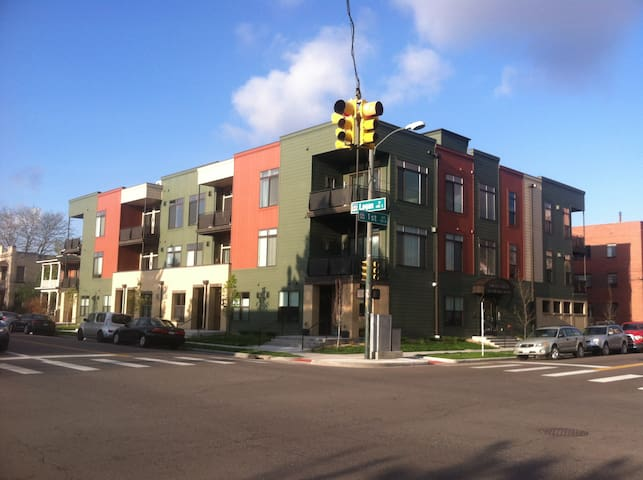 610 sq ft Condo on South Broadway