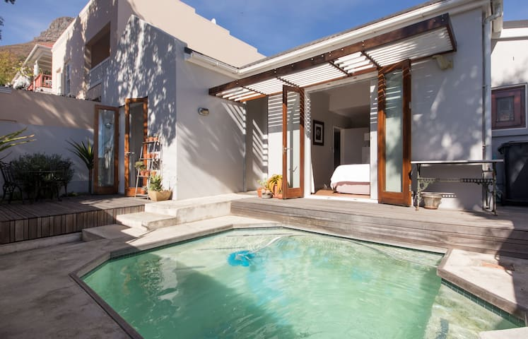 Sea Point Cottage with Pool - Cape Town - House