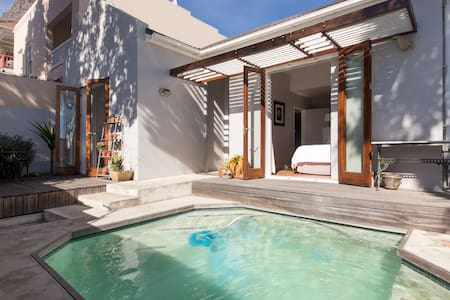 Sea Point Cottage with Pool - Cape Town