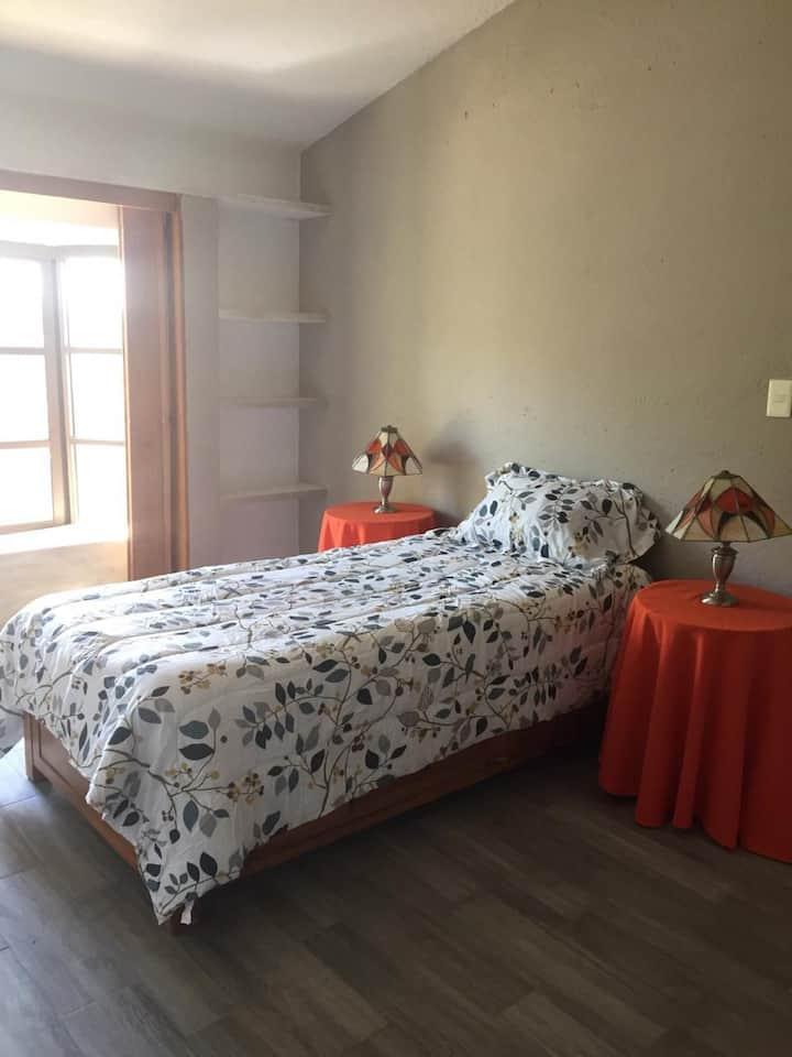 Amplia e Iluminada Habitación con Tapanco (DAMAS)
