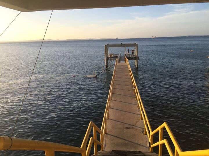 Loft lindíssimo com píer, piscina e vista mar !