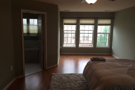 Rooms in Townhome 3 miles to Metro - Bowie - House