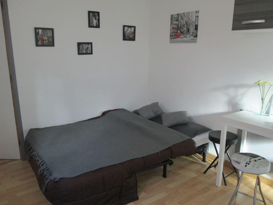 Le Bz se transforme en un lit confortable pour 2 personnes.
