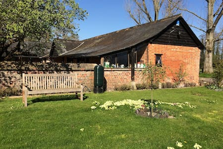 Studio in beautiful rural setting - Bulford
