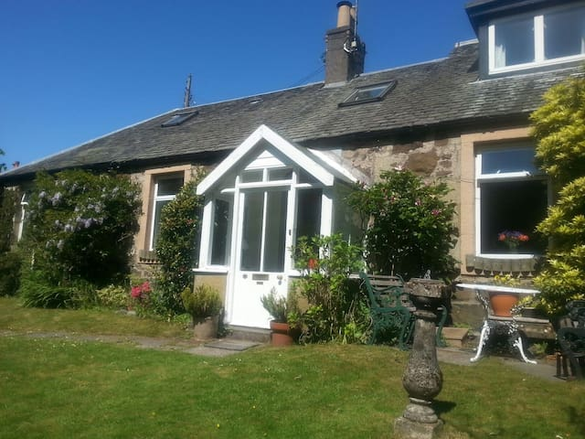 Charming Stone Cottage in Stirling. - Stirling - Hus