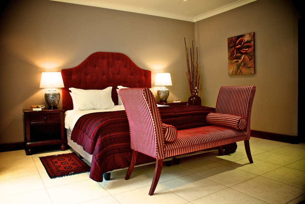 Stunning room, with the finest italian linen, perfect place to relax after a day of sight seeing on the beautiful Garden Route