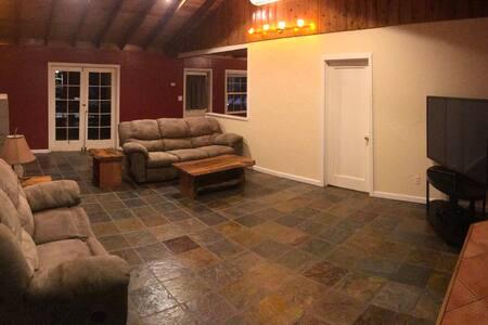 """""""The Nook"""" Cozy cabin feel.  Close to Yosemite."""