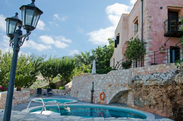 Captain Antonis Traditional House 10 min from Sea