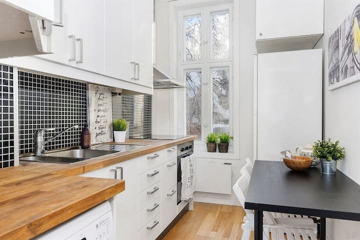 Central and charming 1BR flat!