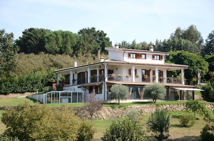 villa in mezzo al verde vicina a Roma e altro - Bassano Romano - Casa de camp