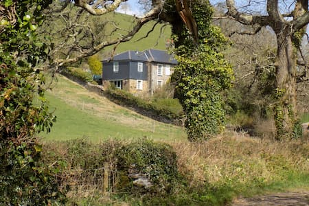 Cottage with Beautiful Views - Totnes