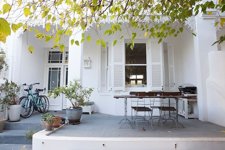Centrally located Victorian beauty - Kaapstad - Huis