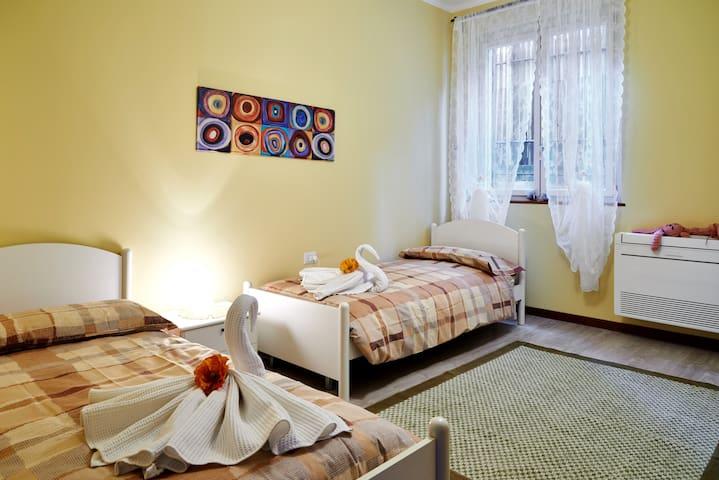 Bedroom 2 (1 or 2 people)