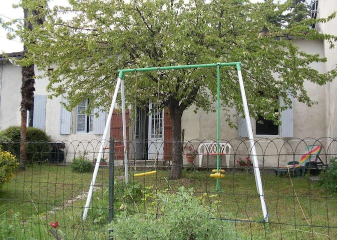 GITE  4 personnes - Sainte-Lheurine - บ้าน