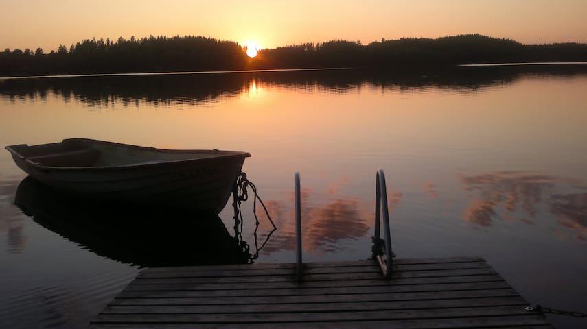 Kesämökki ison ja kalaisan järven rannalla Salossa - Salo - Zomerhuis/Cottage