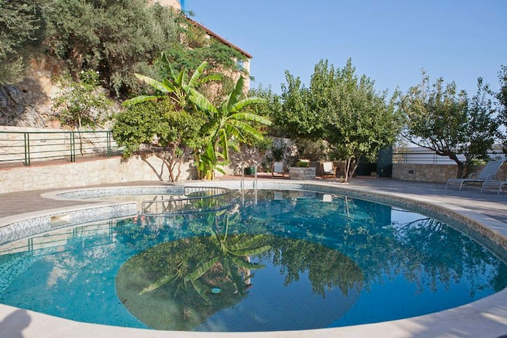 Anthoula Traditional House,10 min Drive to the Sea - Καστελλος - Apartemen