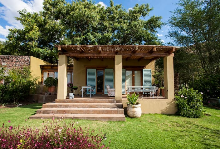 Colourful 2 Bedroom Cottage on Small Ranch - Montagu - Cabaña