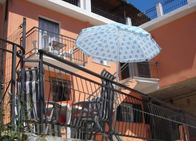 APPARTAMENTO CON GIARDINO - Villa Faraldi - Apartemen