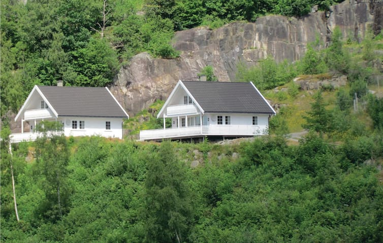 Holiday cottage with 3 bedrooms on 95 m² N16077