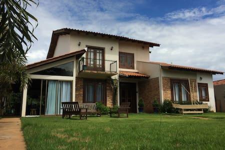 Suite privativa para até 7 pessoas em Chapada - MT - Chapada dos Guimarães - House