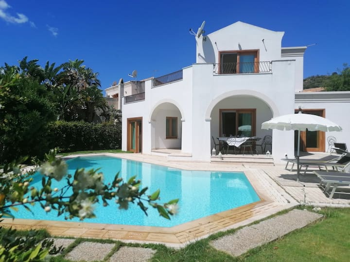 Villa with private pool and garden in golf resort