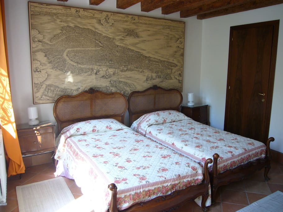 Romantic room with two beds chambres d 39 h tes louer for Chambre d hote venise