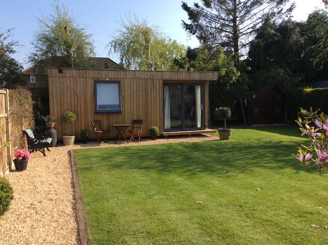 The Lodge@200 - Ringwood, New Forest - Cabin