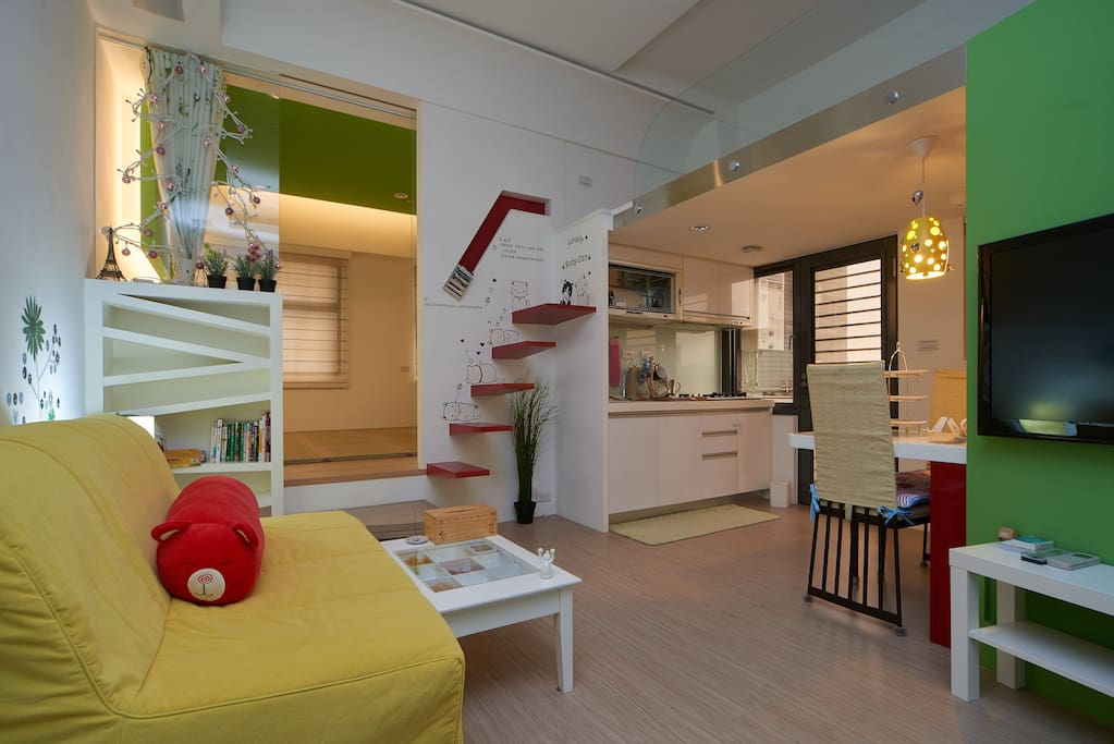 living room and kitchen吧台桌及廚房