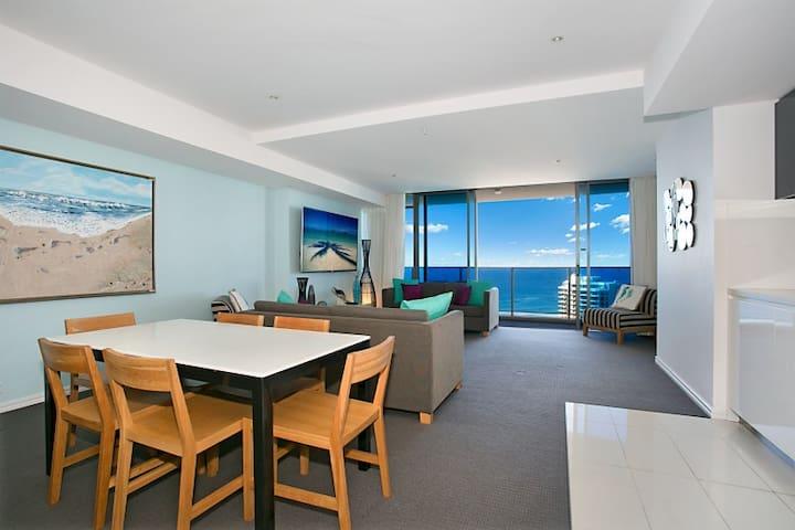 ❤️4 HUGE TVs, Netflix, Ocean 3 bedroom H Residence