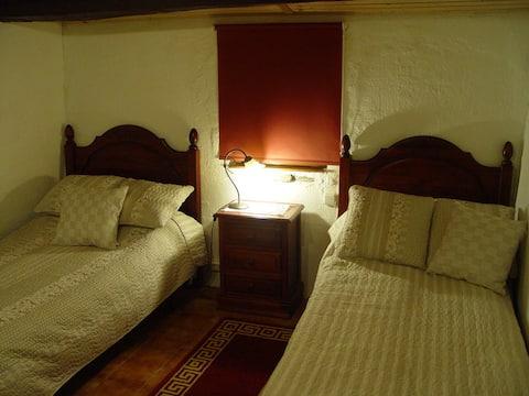 Habitación uso individual en casa rural.